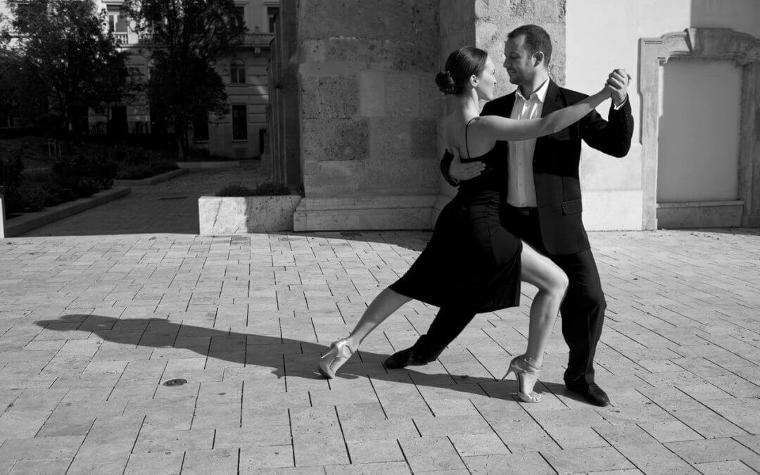 Tangó Óra a Jueves Milonga előtt: A 40-es évek figurái, II. rész (Andrea & Endre, minden szint)